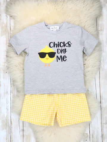 "Grey ""Chicks Dig Me"" Top & Yellow Shorts Outfit"