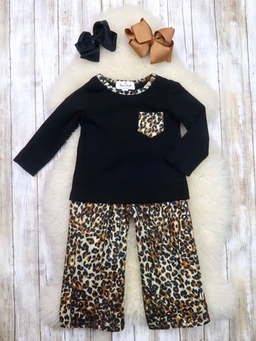 Black Pocket Top & Leopard Paper Bag Pants Outfit