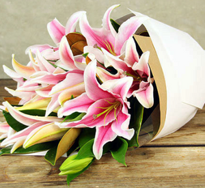 Bouquet of Oriental Lillies and Roses - Flowers of Phillip Island