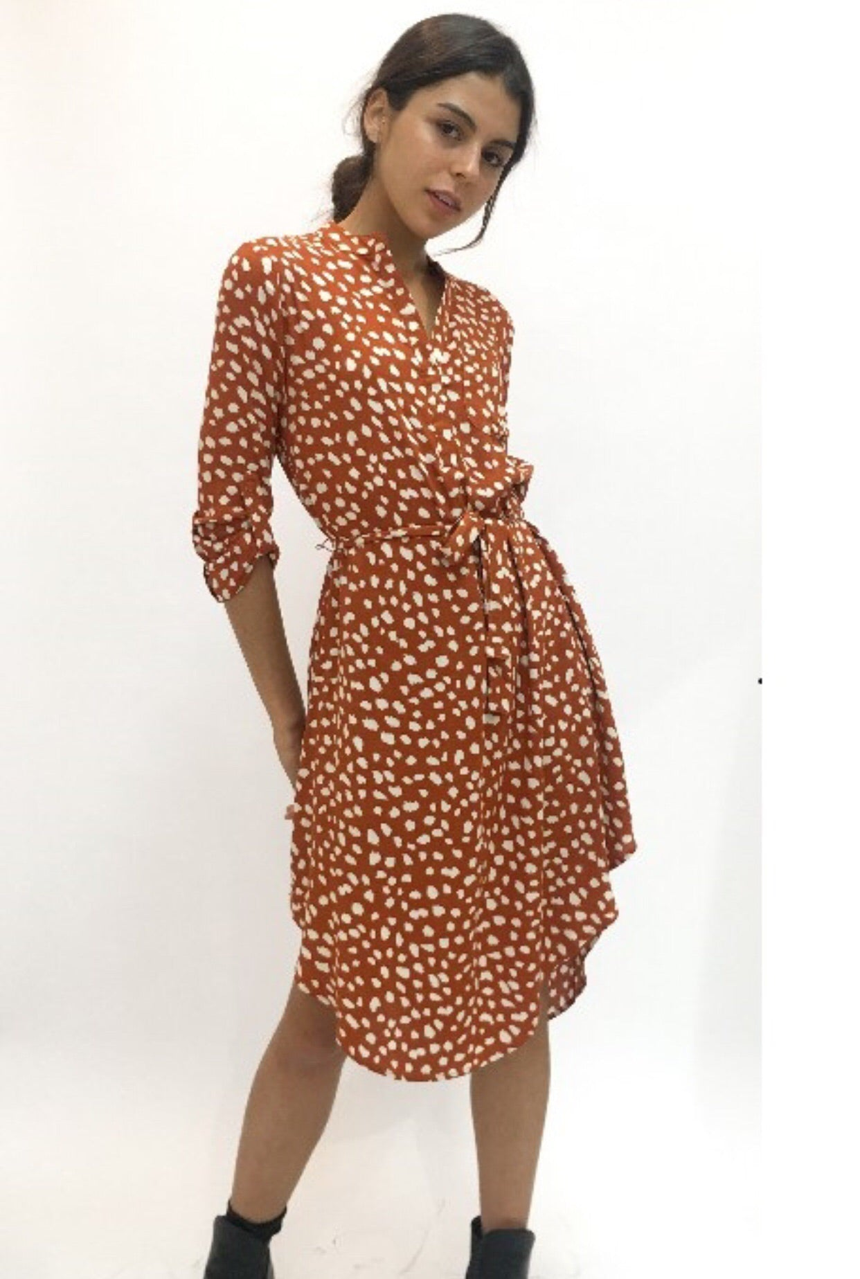 IRIS SPOTTED SHIFT DRESS - RUST