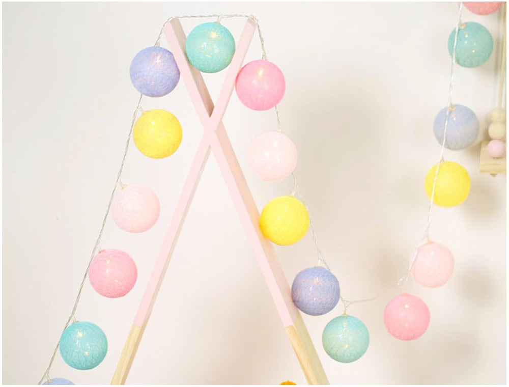 String of Fairy Lights in Cotton Balls (Sweet Color)