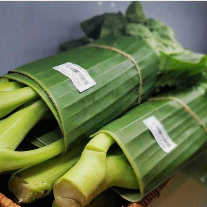 Supermarket Praised for Replacing Plastic Produce Packaging With Banana Leaves