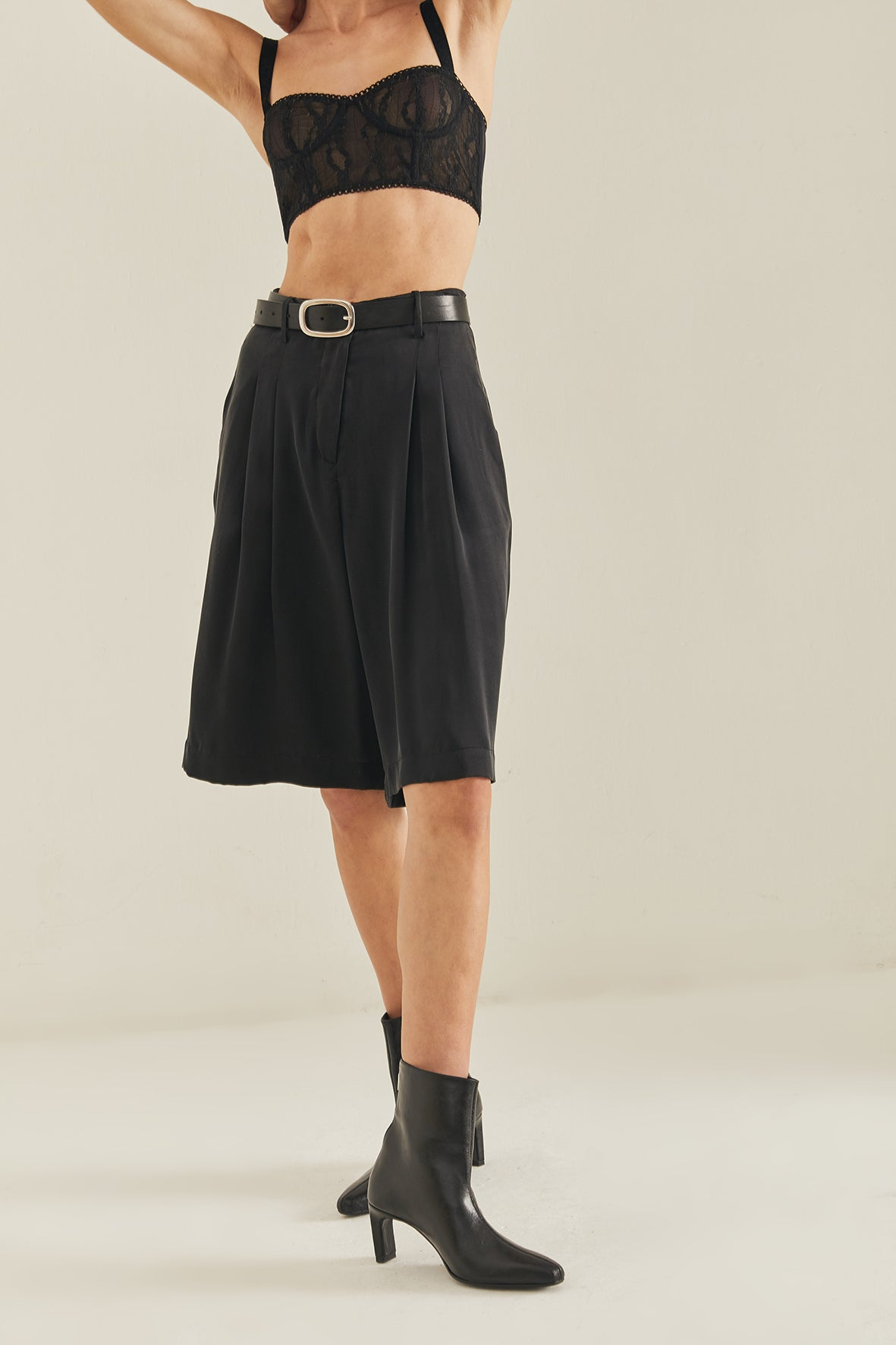 Caro Tailored Silk Shorts / Black