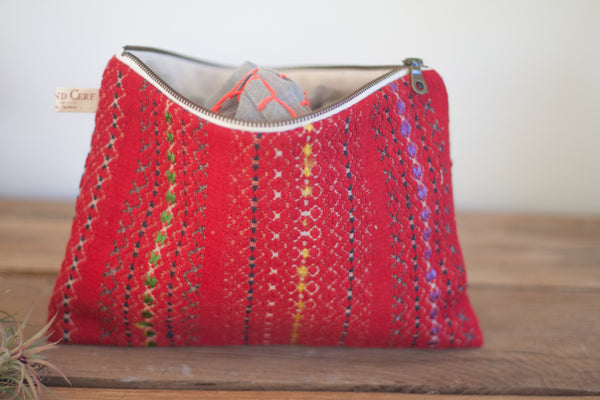 Le Grand Cerf | pièce unique : trousse rouge en tissu ancien rayé brodé et recyclé (dos) - One of a kind : Red case made out of antique embroidered recycled fabric (back)
