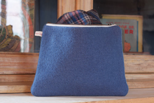 Le Grand Cerf | pièce unique : trousse bleue en laine en ancienne couverture militaire recyclée (face) - One of a kind : Blue wool case made out of antique recycled cover from army (front)