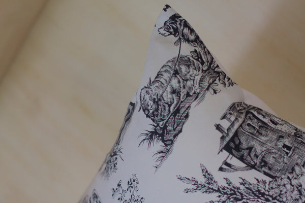 Le Grand Cerf | pièce unique : coussin rectangle en toile de Jouy vintage recyclée (détails) - One of a kind : cushion made out of a vintage recycled toile de Jouy (details)