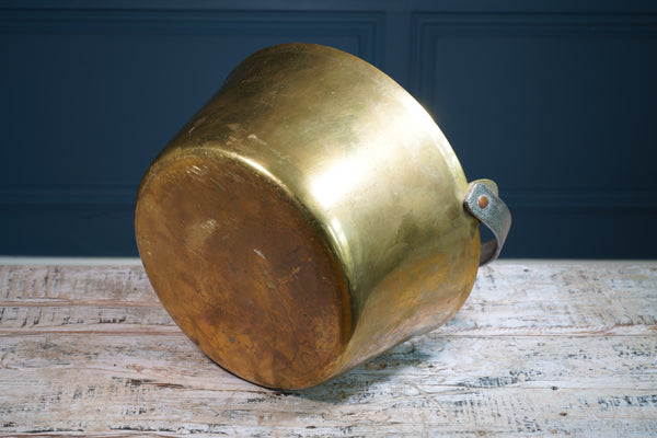 Round Brass Bashin with Metal Handle