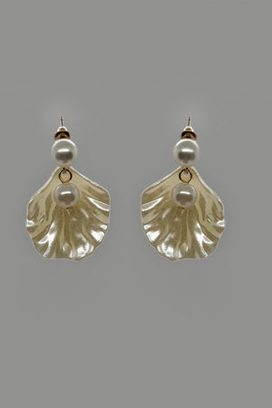 Mantra Pakistan Seashell With Pearl Earrings | ACCESSORIES