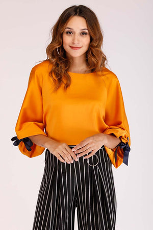 SOLID EYELET SLEEVE TOP