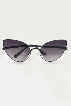 METAL THIN FRAME CAT EYE SUNGLASSES - Mantra Pakistan