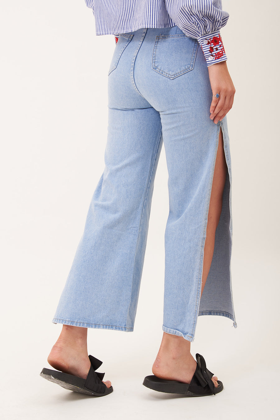 JEANS WITH SIDE SLITS