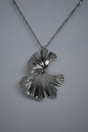 Mantra Pakistan Silver Flower Necklace | ACCESSORIES
