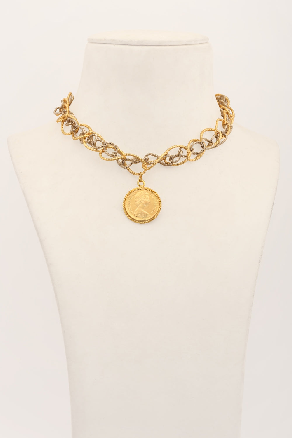 Petra: Link chain with coin pendant necklace