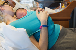The AEGIS Neonate Medical Wrap positions your newborn in a chest to chest froggy-legged position with infant face turned to one side in sniffing position, exposed and visible as recommended by the American Academy of Pediatrics.