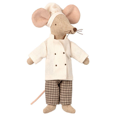 Maileg's Chef Mouse is cooking up a fancy feast!   With his chef's hat and coordinating removable jacket, Mr. Michelin Mouse is prepared to create his latest culinary masterpiece for all your Maileg friends.  Height : 5.91 inches Safe for ages 3 and up
