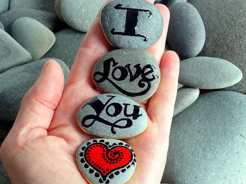 """I love you"" written on rocks"