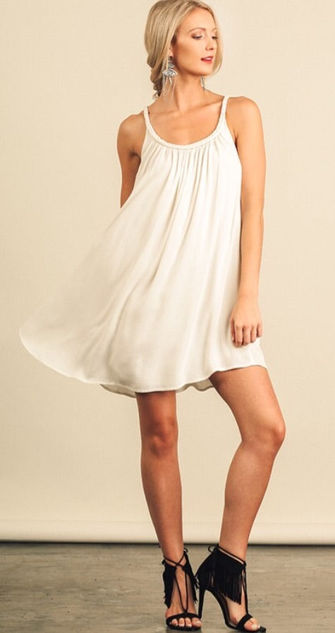 Stylish shift dress with lining.
