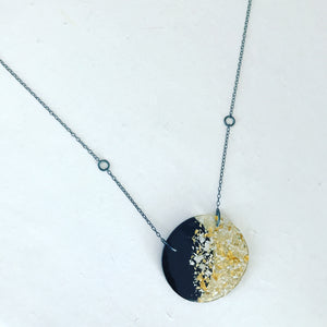 Tomorrow.s Luxe Disc Necklace Black Mix