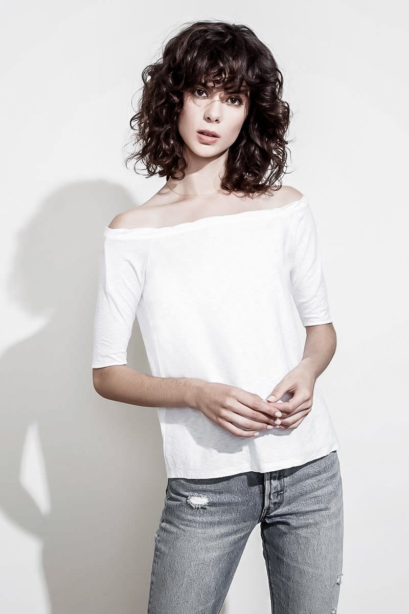 CHELSEA OFF-THE-SHOULDER T-SHIRT