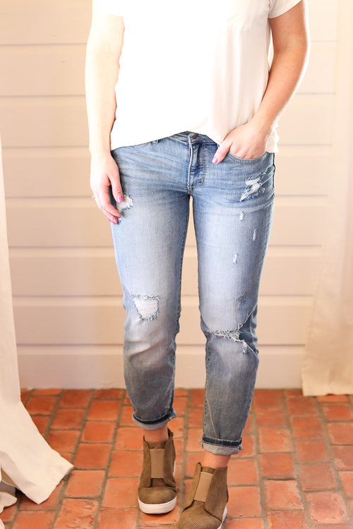 Jacey Boyfriend Jeans in Light Wash