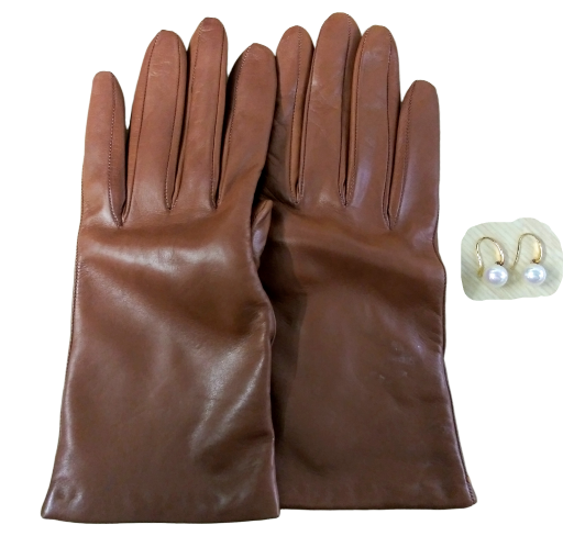 VEEP: Amy's J.Crew Leather Gloves & Pearl Earrings-1