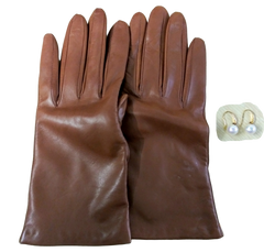 VEEP: Amy's J.Crew Leather Gloves & Pearl Earrings