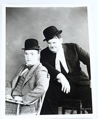 Laurel & Hardy Black and White Glossy Photo, Portrait Olie Sincere Looks at Stan