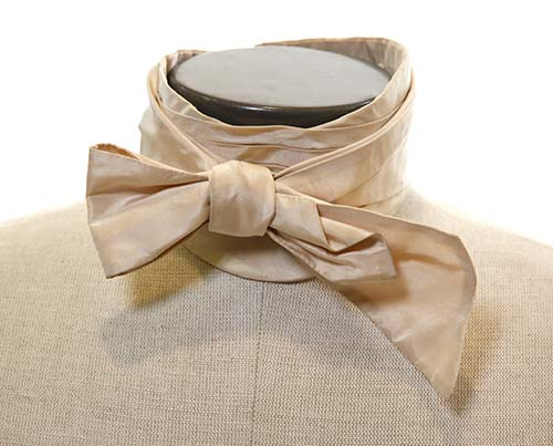 Gangs of New York: Boss Tweed's Champagne Colored Bow Tie-1
