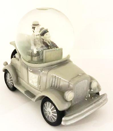 Screenbid Media Company, LLC. - Laurel and Hardy Delivery Snow Globe, Westland Giftware 2000.