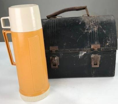 Tin lunchbox with yellow thermos (Set dressing)