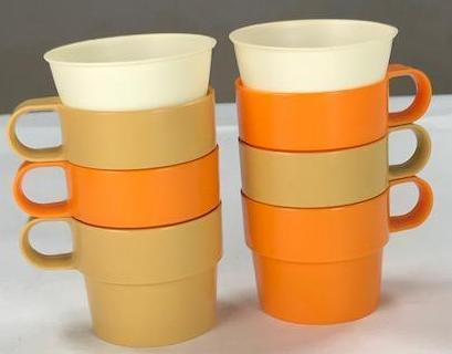 Mad Men: Joan's Vintage Orange and beige Solo cup holders (6ct)-1