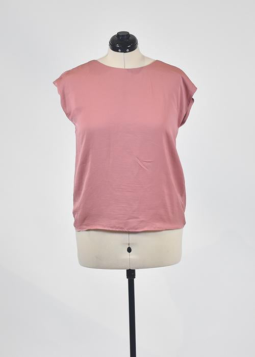 Screenbid Media Company, LLC. - You're The Worst: Rose Cutout Top by Forever 21