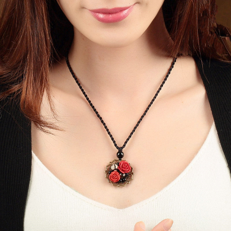 Agate and Cinnamon Alloy Necklace