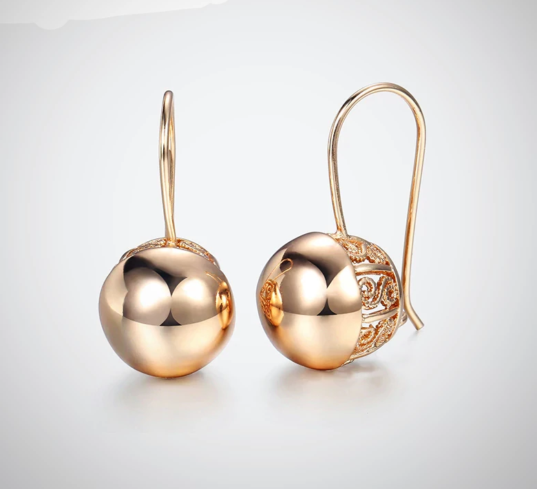 CUT OUT BALL EARRING