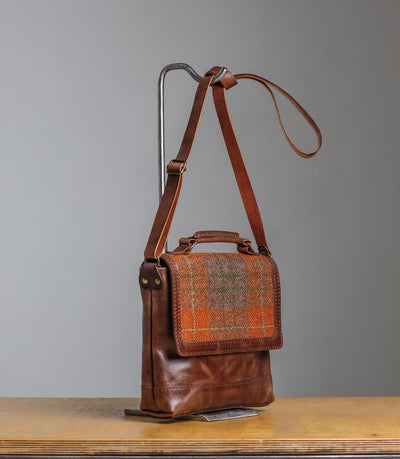 NATURAL LEATHER CROSSBODY BAG