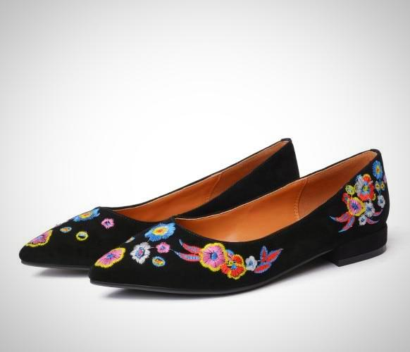 Embroidery Kid Suede Pointed Toe Flat Shoe
