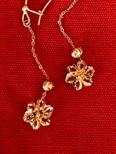 Diamond cut dangling flower earring in 14K yellow gold