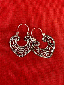 Mexican vintage filigree corazones heart hoop earrings