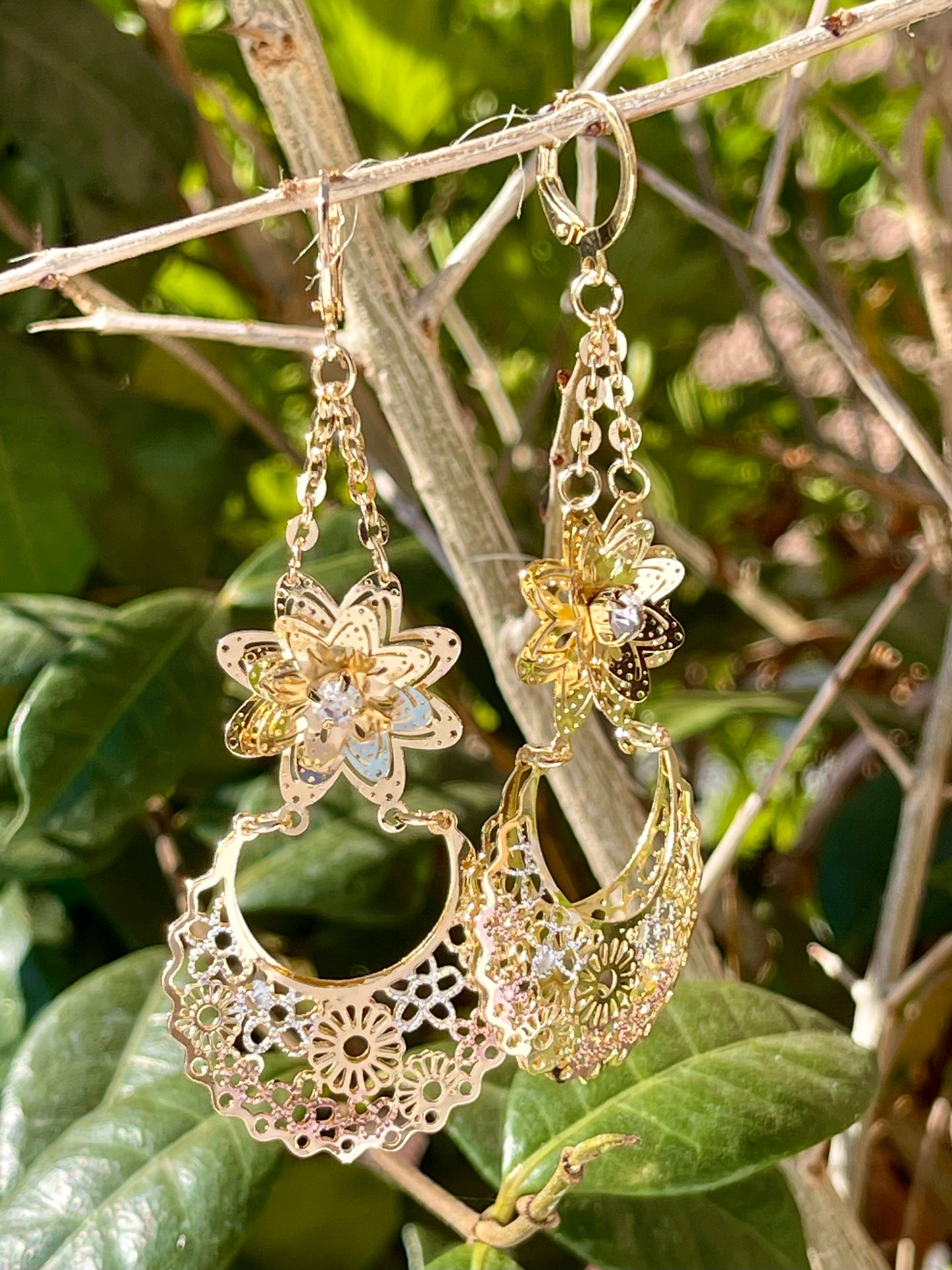 Floral chandelier style dangle earrings in tricolor 14kt gold plating
