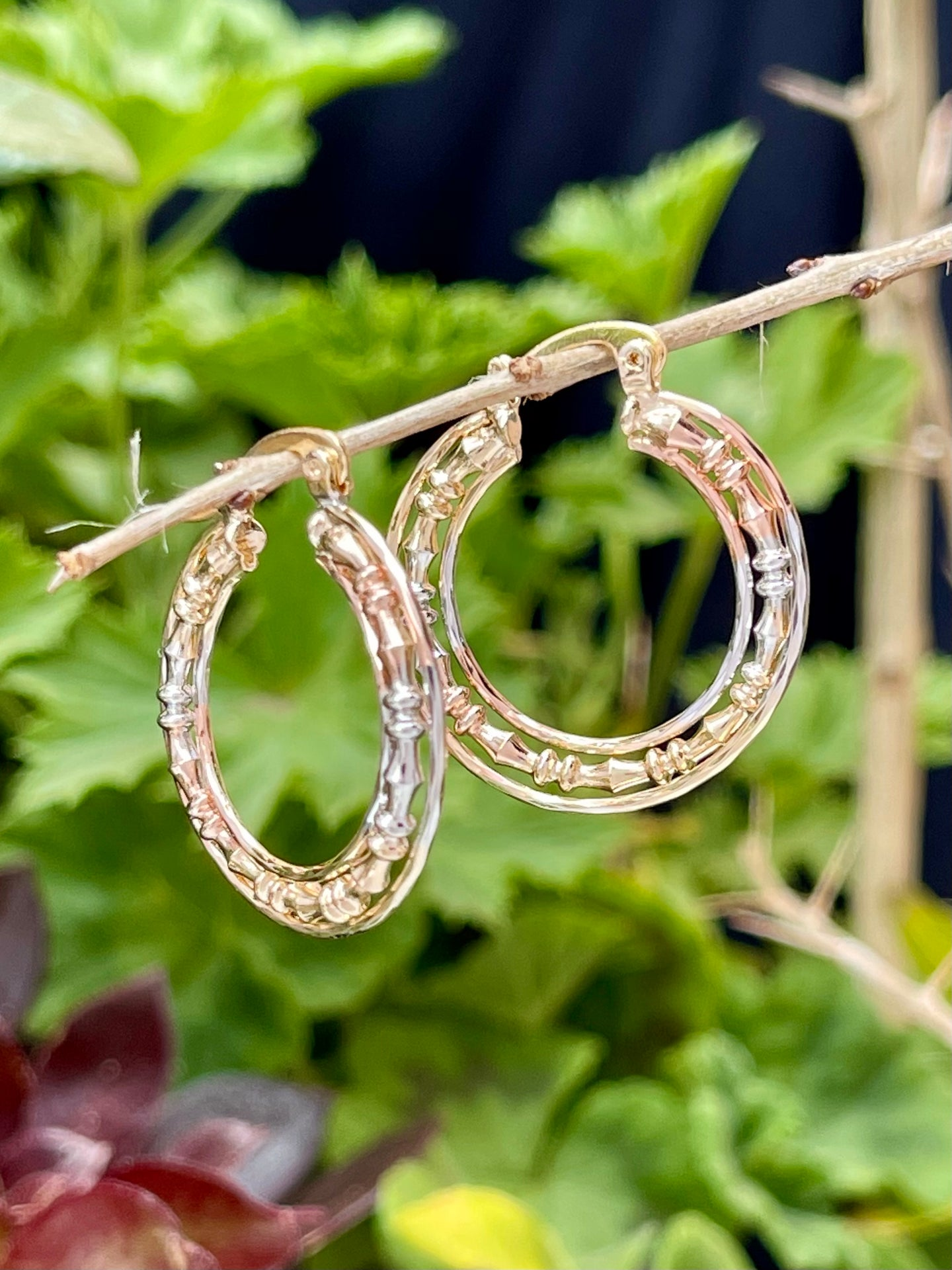 Small hoop earrings in 14kt tricolor gold laminate