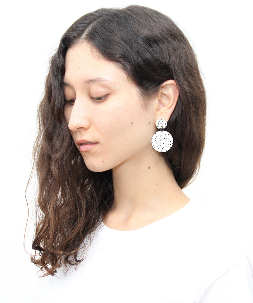 llayers jewelry dangly textured silver circles earrings double lacus boucles d'oreilles pendantes cercles argent