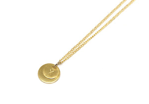 llayers jewelry unity gold pendant with personalized initials minimal pendentif médailles avec initiales personalisésen plaqué or
