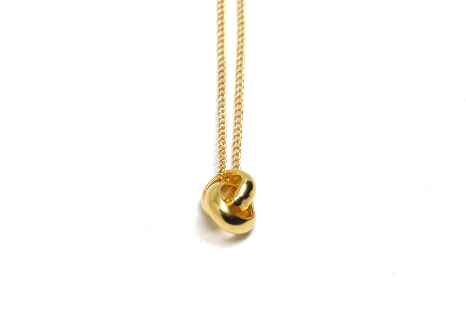 llayers jewelry Infinity gold pendant with interlaced rings minimal collier avec anneaux entrelacés en plaqué or