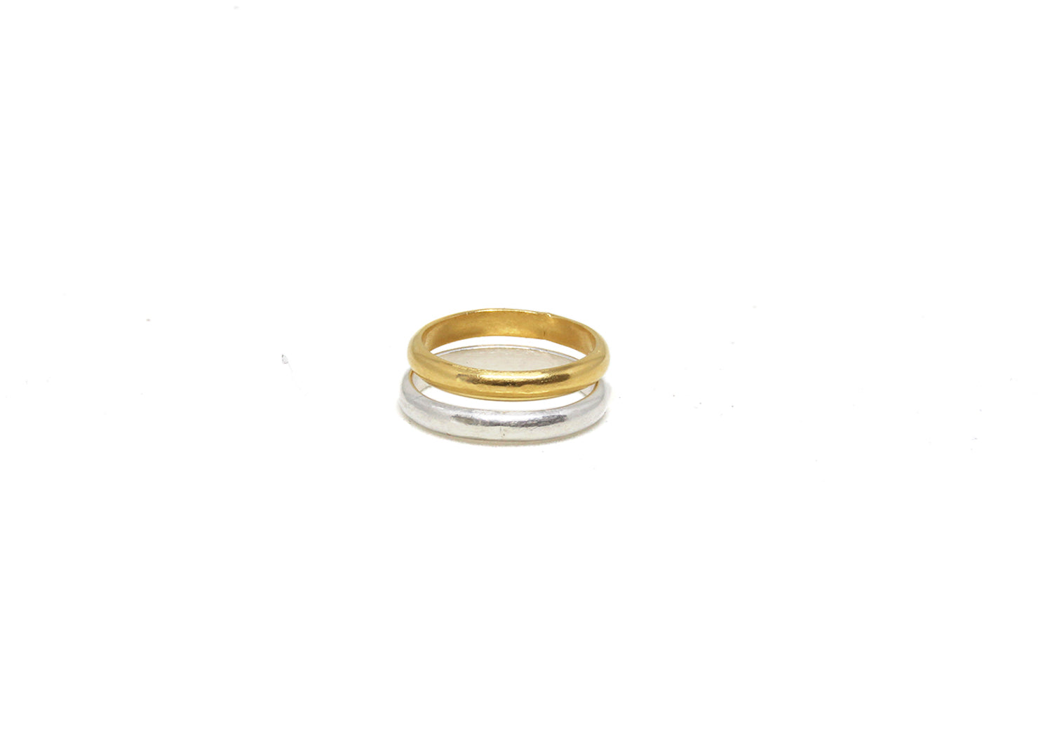 llayers jewelry wedding Minimalist stacking vermeil ring with a beaded wire bague fine fiançaille à empiler en vermeil or argent
