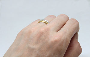 llayers jewelry wedding Minimalist stacking vermeil ring with a beaded wire bague fine fiançaille à empiler en vermeil or