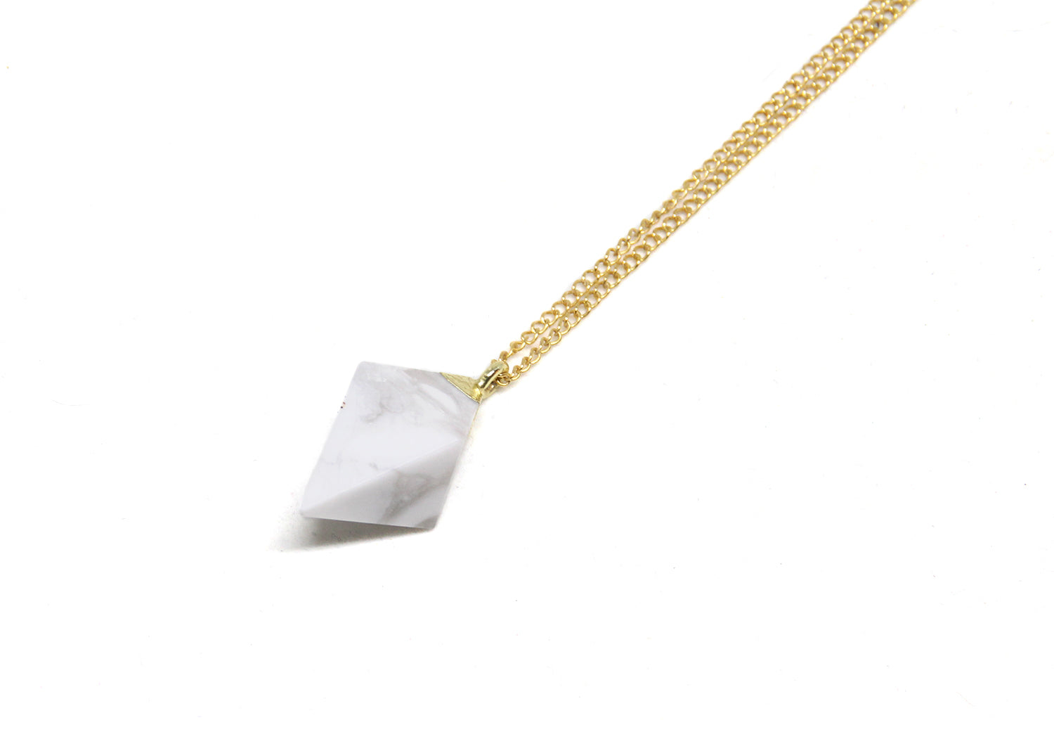 llayers collier pierre protectrice howlite - howlite stone pendant necklace on gold chain