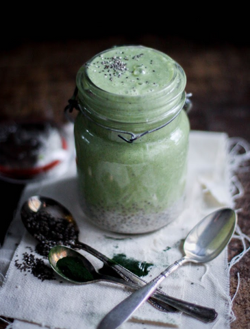 Green Powders for Smoothies - Creamy Cashew, Banana, and Spirulina Smoothie