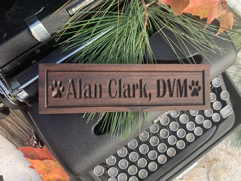 Handmade Wooden Plate - Desk Name with Paw Print - Veterinarian