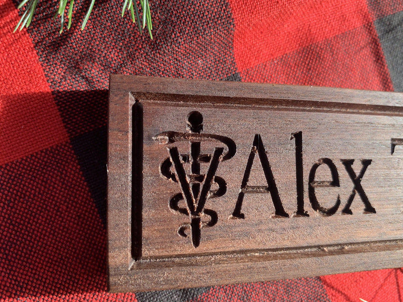 Handmade Wooden Plate - Desk Name with Vet Caduceus - Veterinarian