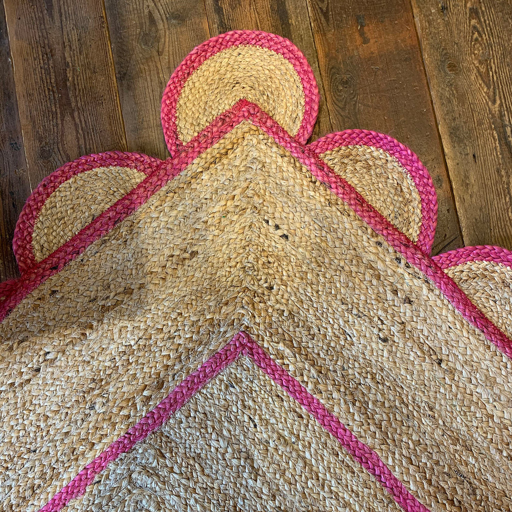 Jute Scallop Dhurrie Rug in Bumble Gum Pink